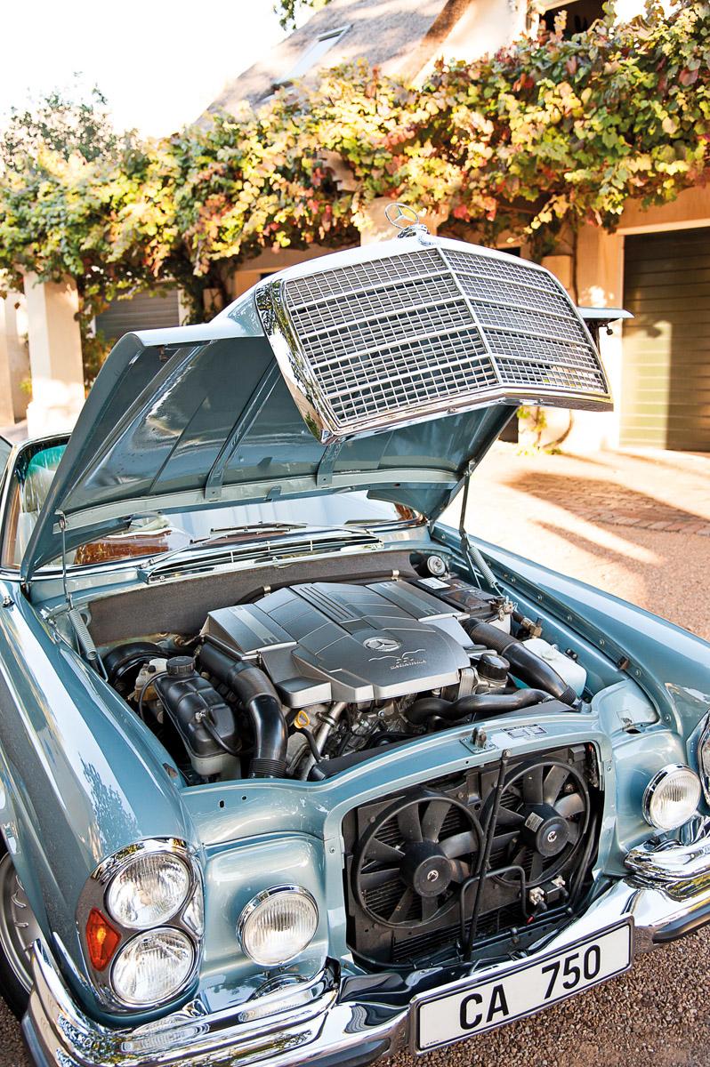 Moderner V8-Motor im Mercedes-Benz 280 SE