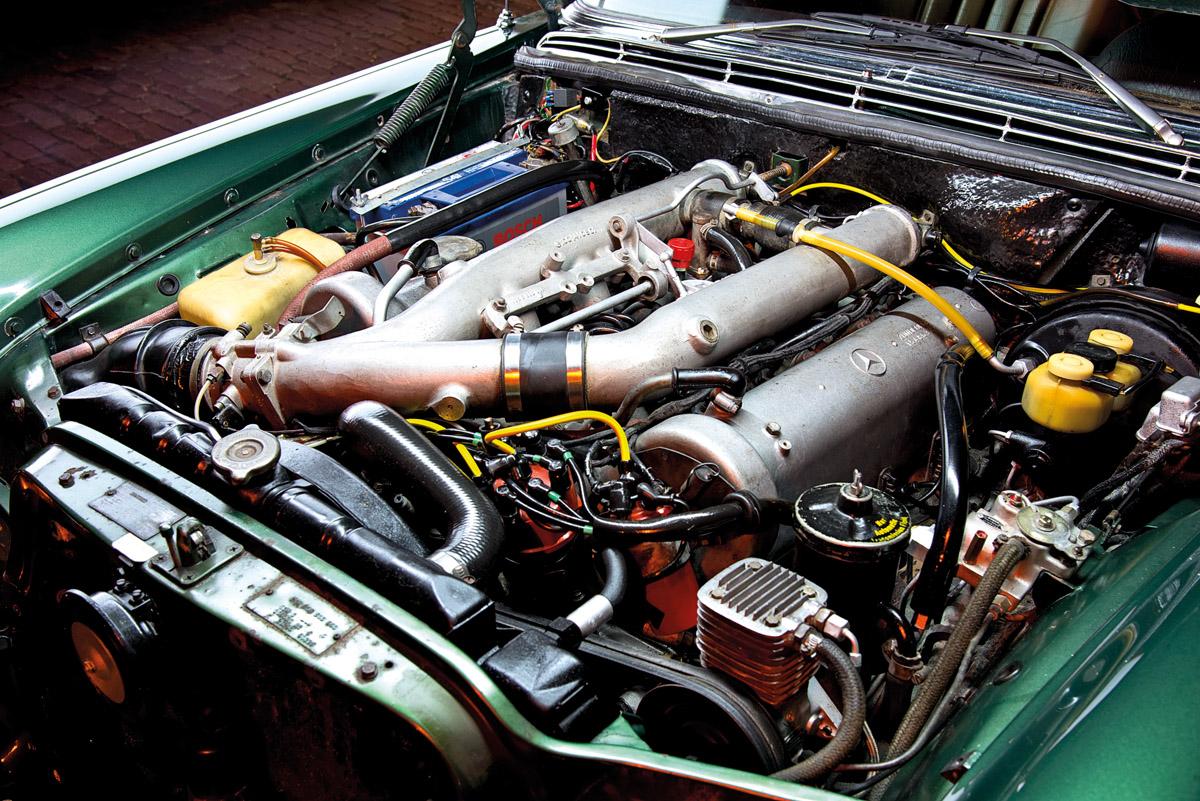 Motor des Mercedes-Benz 300 SEL