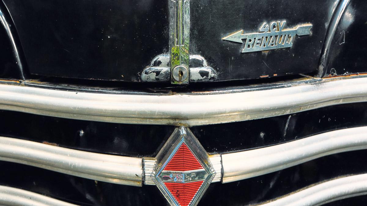 Detail aus der Front des Renault 4CV