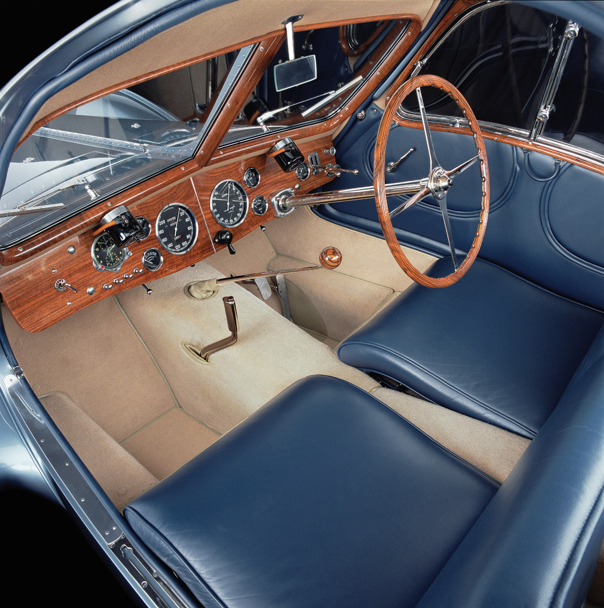 Cockpit des Bugatti 57 Atlantic
