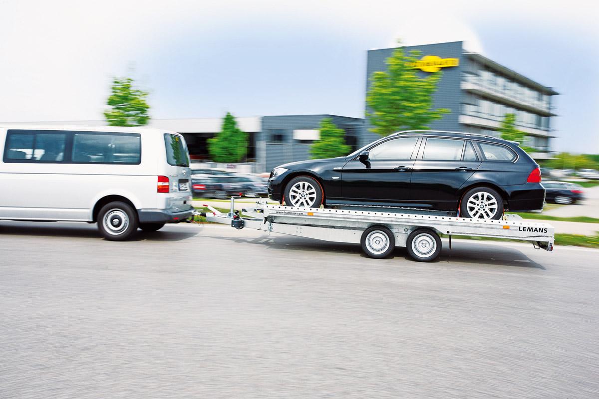 Humbaur-Trailer für Klassiker, hier demonstriert mit einem neuen BMW