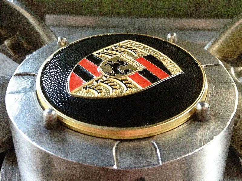 Der originale Radzierdeckel von Porsche