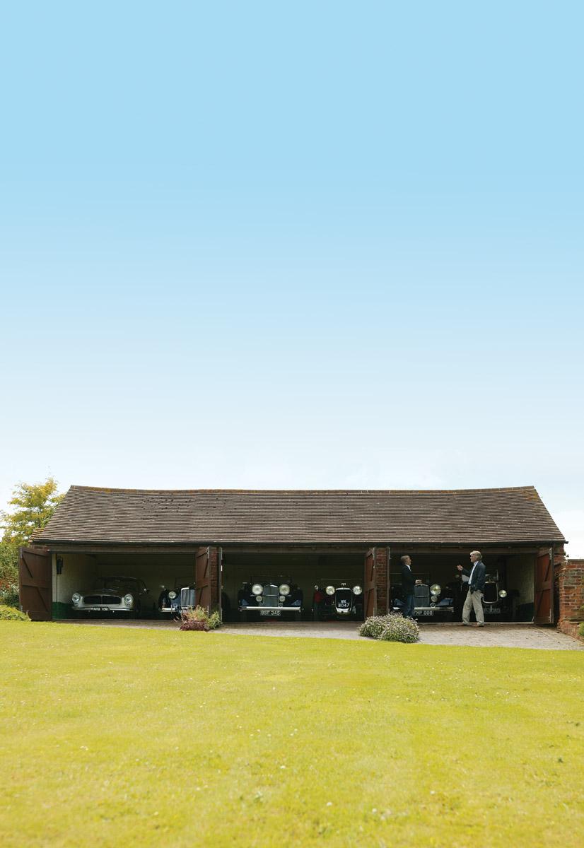Alan Stotes Garage mit weiteren Alvis Modellen