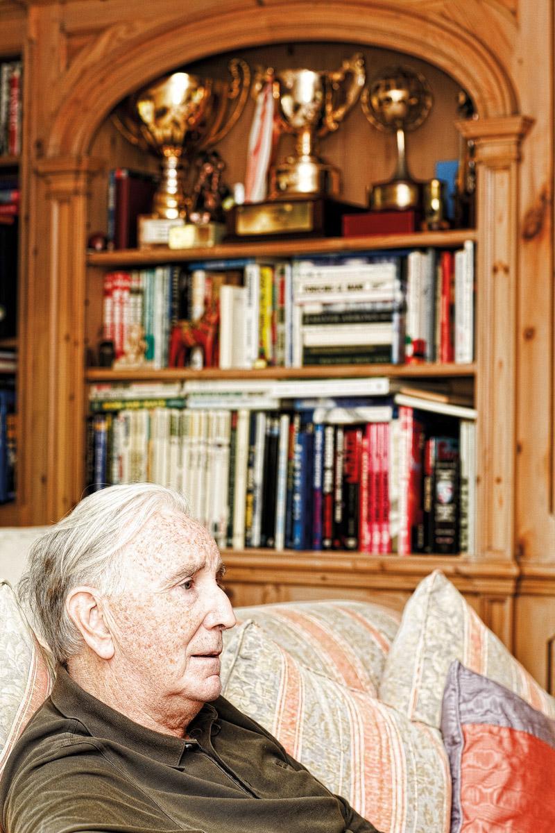 John Watson bei zwei Rennen in den 70ern und heute beim Interview