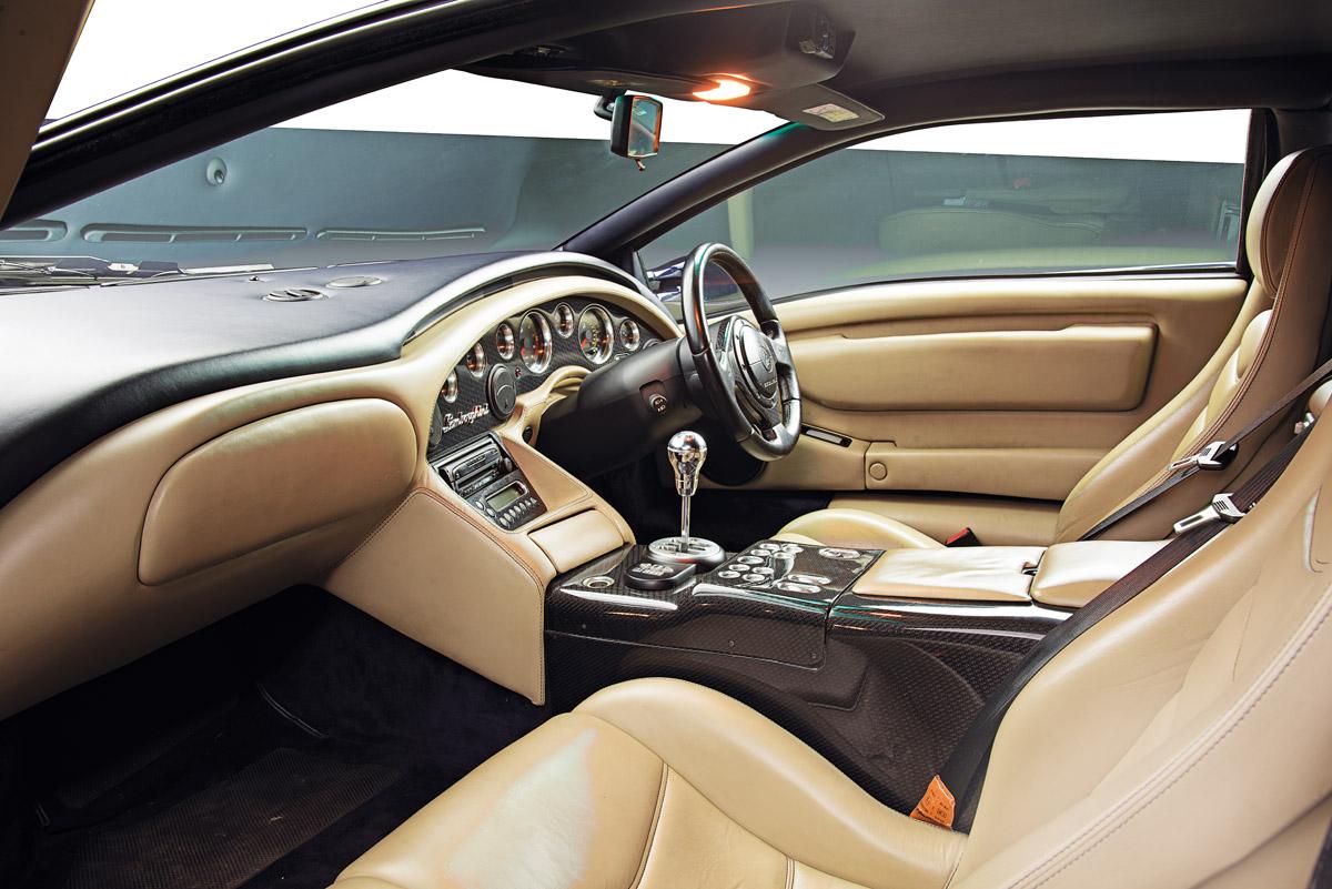 Cockpit des Lamborghini Diablo