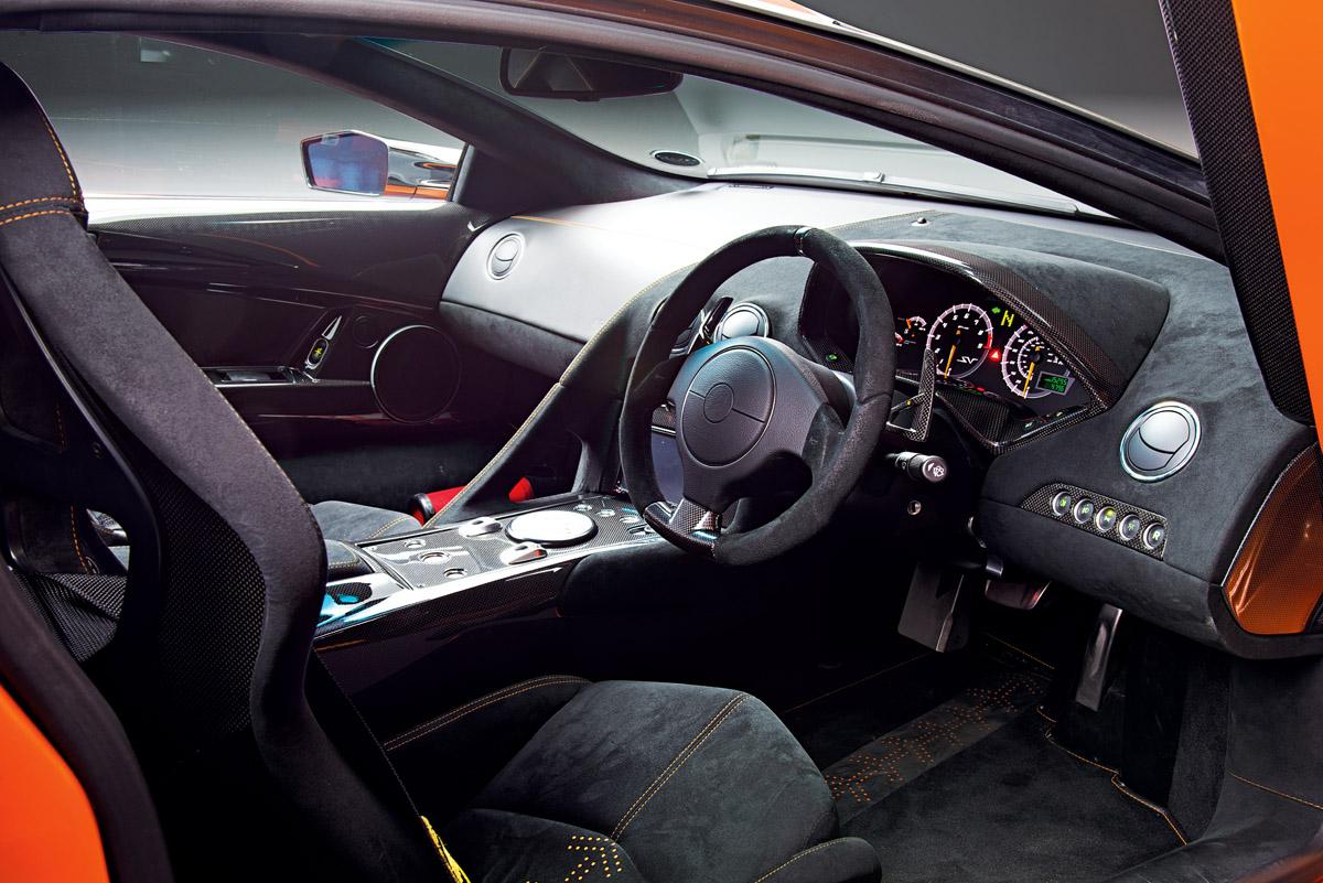 Cockpit des Lamborghini Murciélago