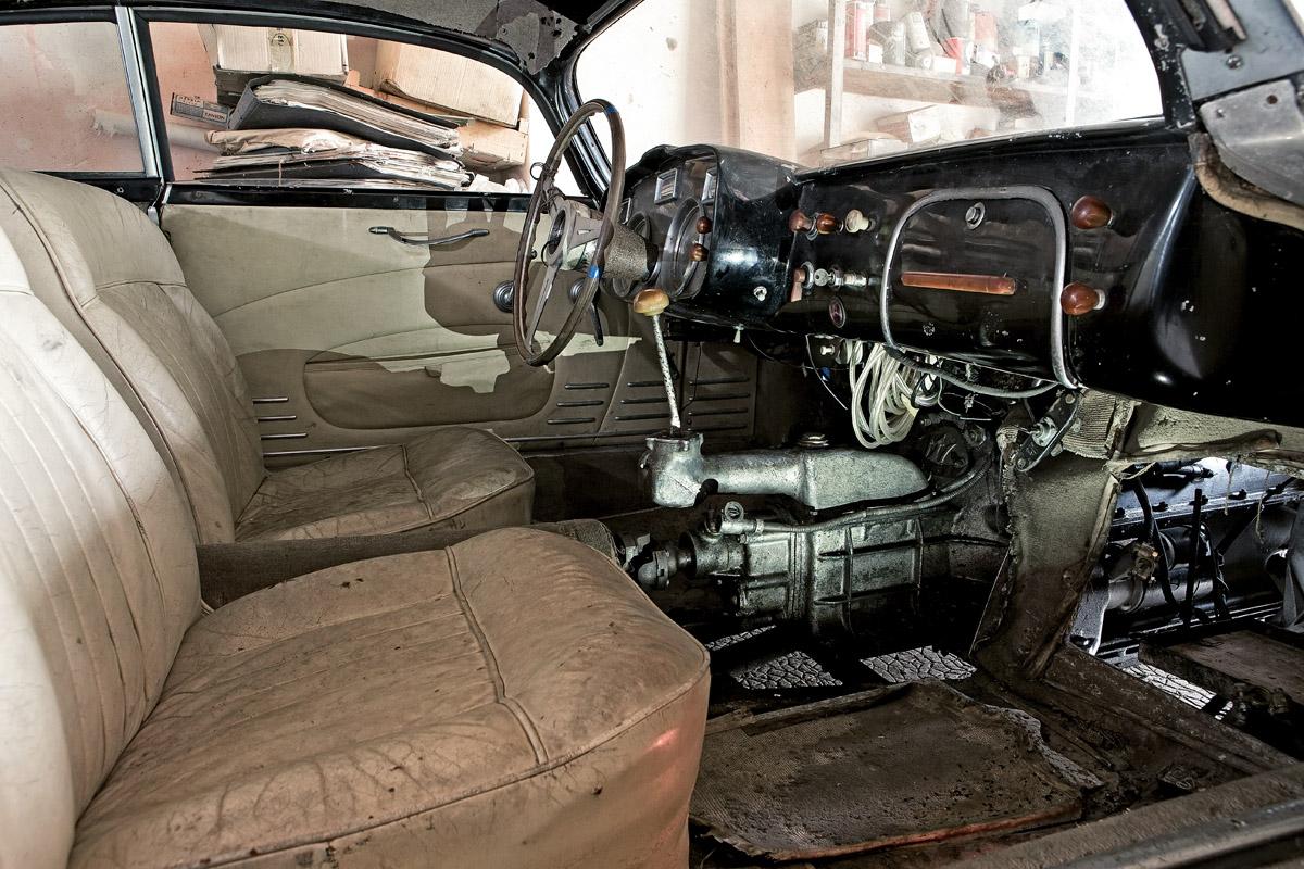 Cockpit eines Oldtimers der Sammlung Baillon