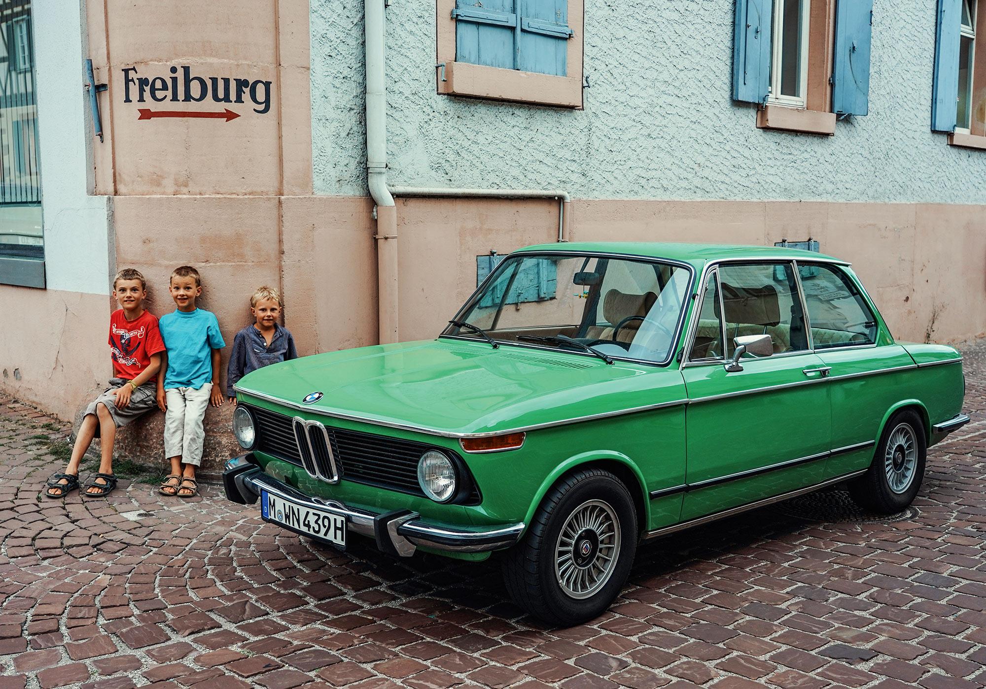 #46, Bundesstraße 3, BMW 2002, Land und Leute