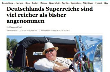 Schlagzeile einer Zeitung mit einem reichen Mann im Oldtimer