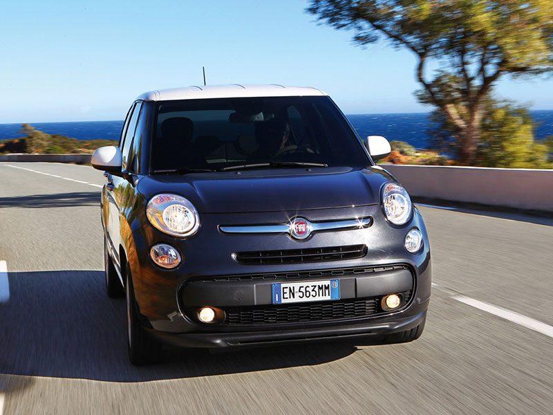 Der neue Fiat 500L bei voller Fahrt