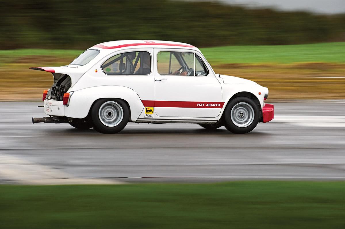 Fiat 600 Abarth fahrend