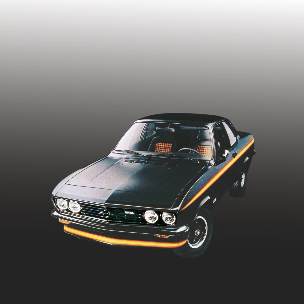 Opel Manta A Black Magic stehend