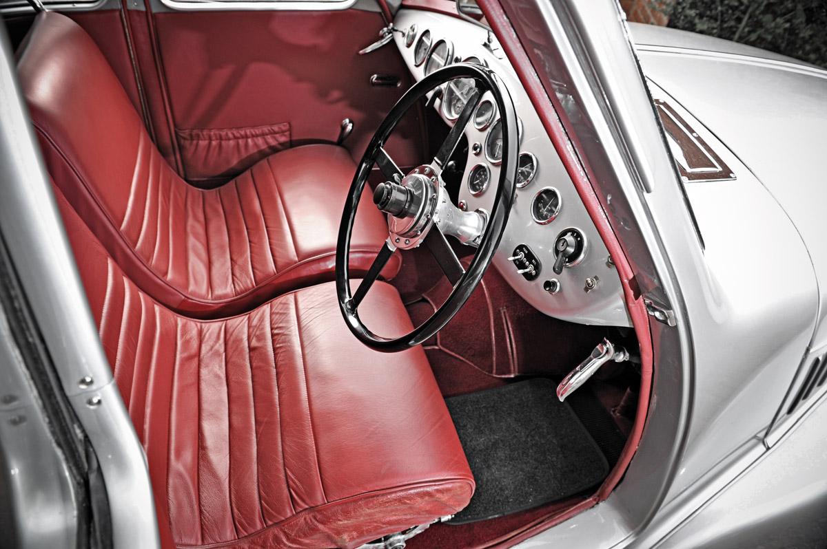 Cockpit des Aston Martin Atom