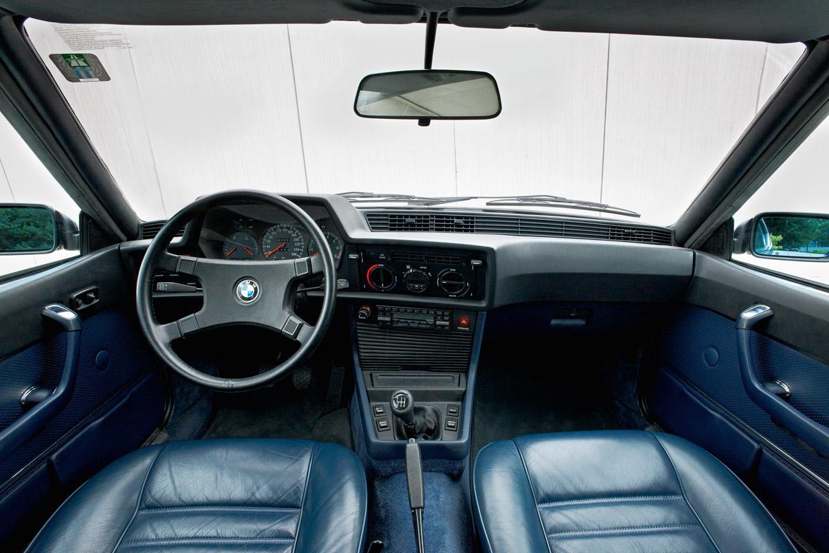 Cockpit eines BMW 635 CSi