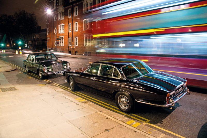 Mercedes-Benz 300 SEL und Daimler Double Six Schnauze an Schnauze