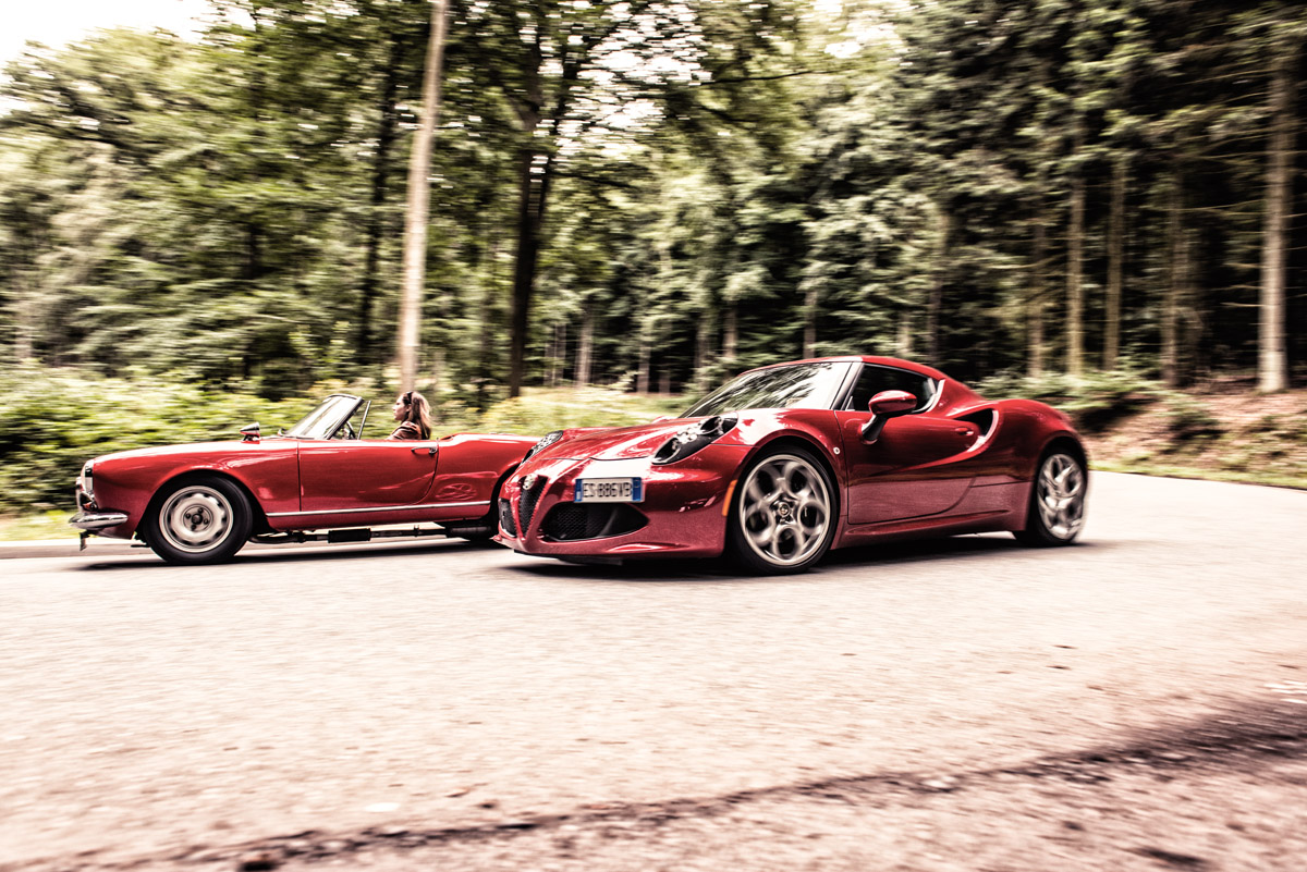Alfa Romeo Giulietta und 4C stehend nebeneinander