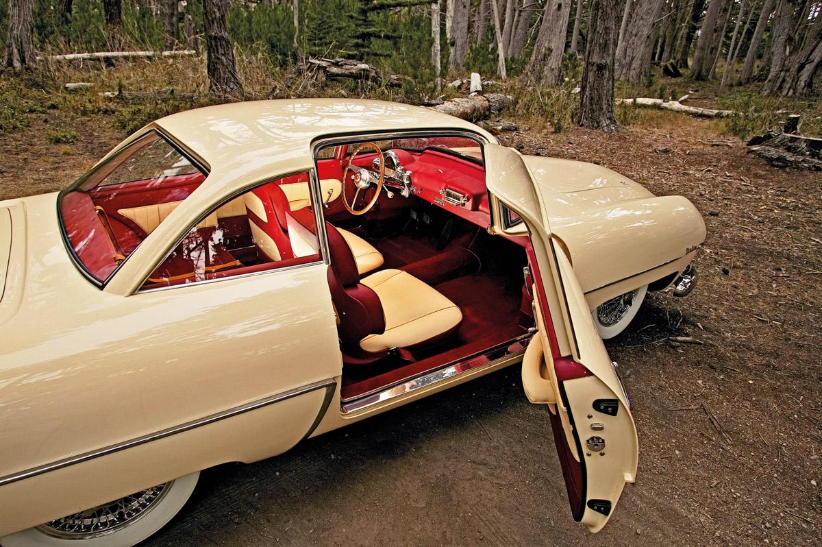 Hudson Italia mit geöffneter Beifahrertür