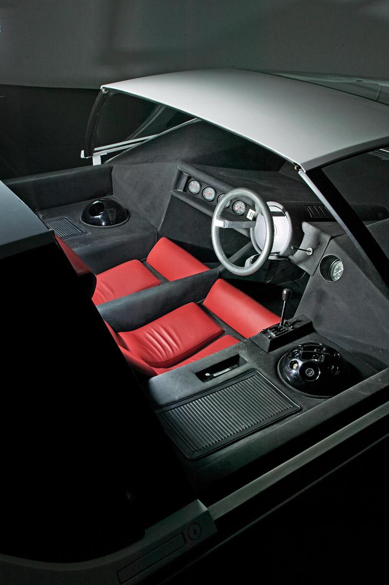 Pininfarina Modulo stehend und Fahrzeugdetails