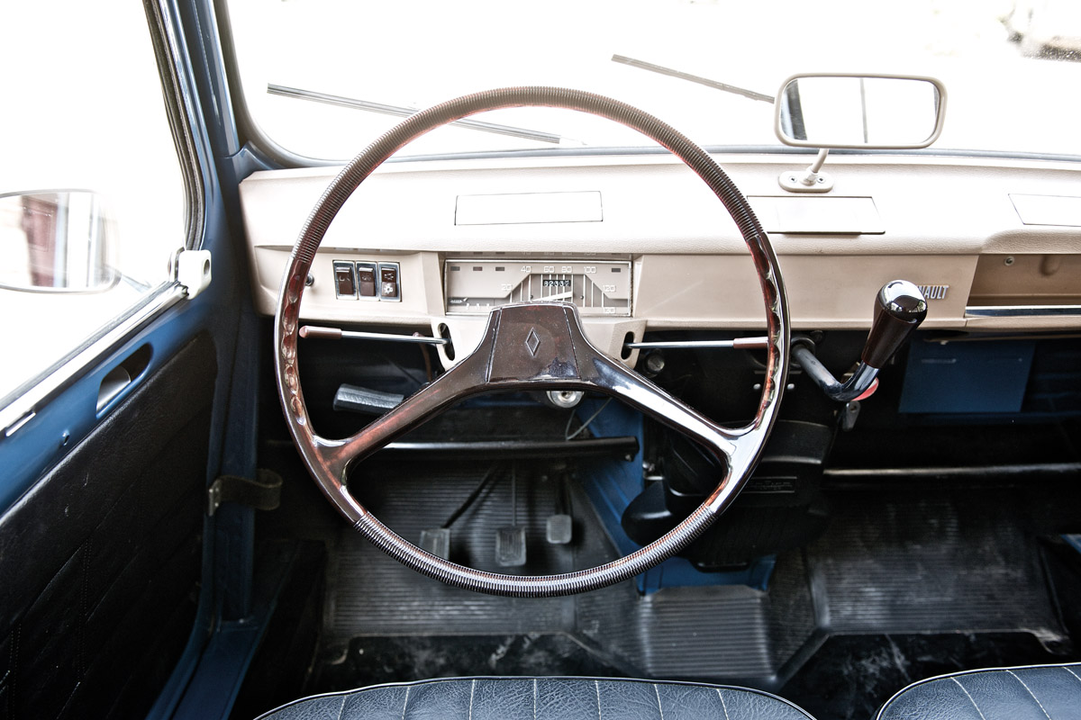 Lenkrad des Renault 4L