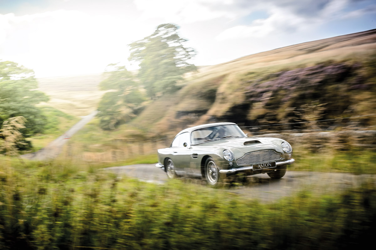 Aston Martin DB4 GT unterwegs im Peak District