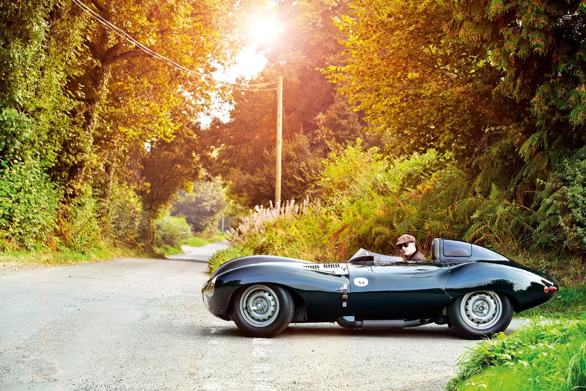 Jaguar D-Type stehend im Seitenprofil