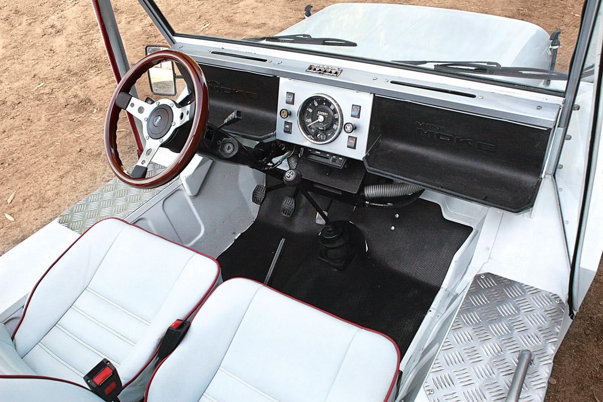 Cockpit des Mini Moke