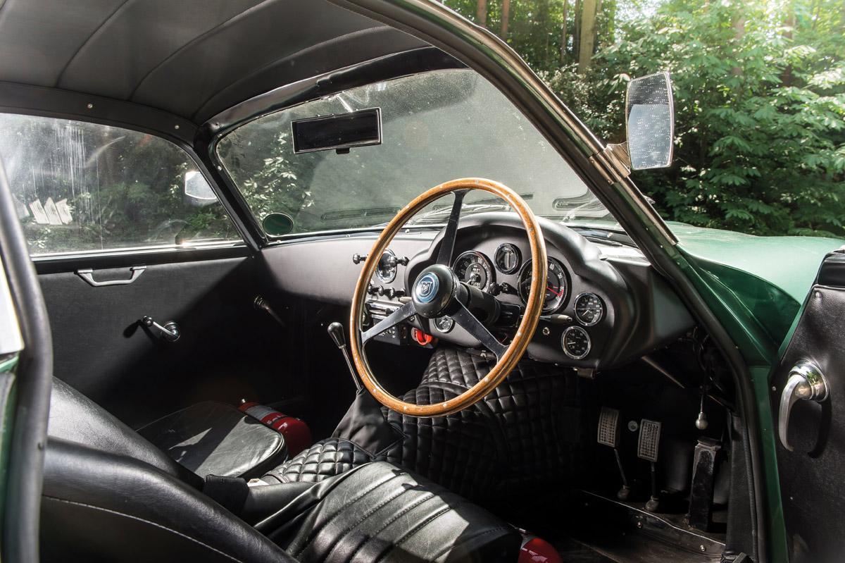 Cockpit des Aston Martin DB4GT Zagato
