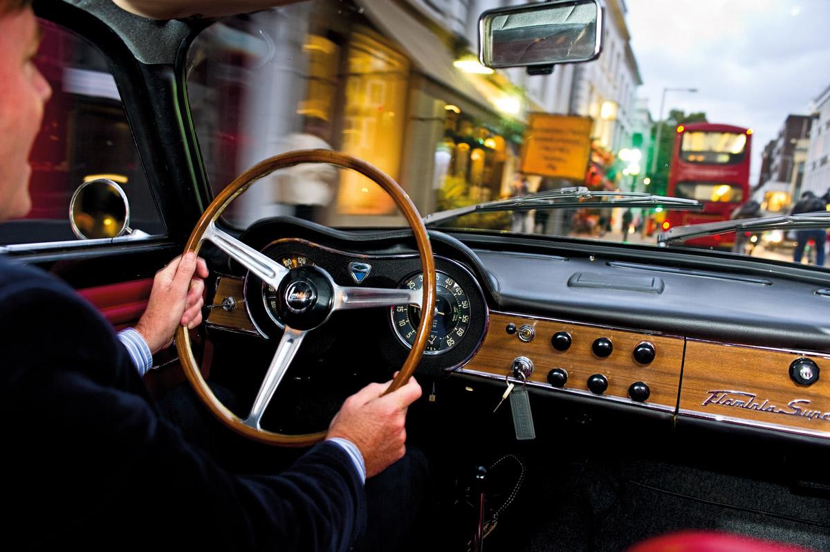 Cockpit des Lancia Flaminia Super Sport