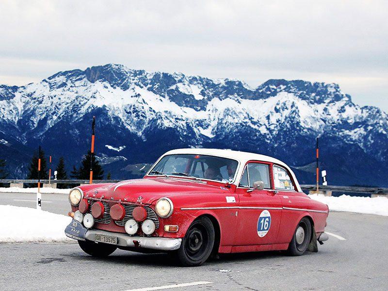Volvo Amazon fährt eine Rallye