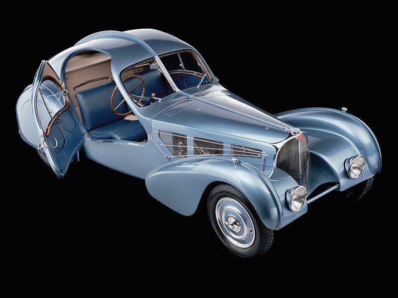 Bugatti 57 Atlantic aus der Vogelperspektive