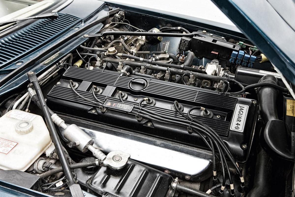 Motor des Jaguar XJ-S