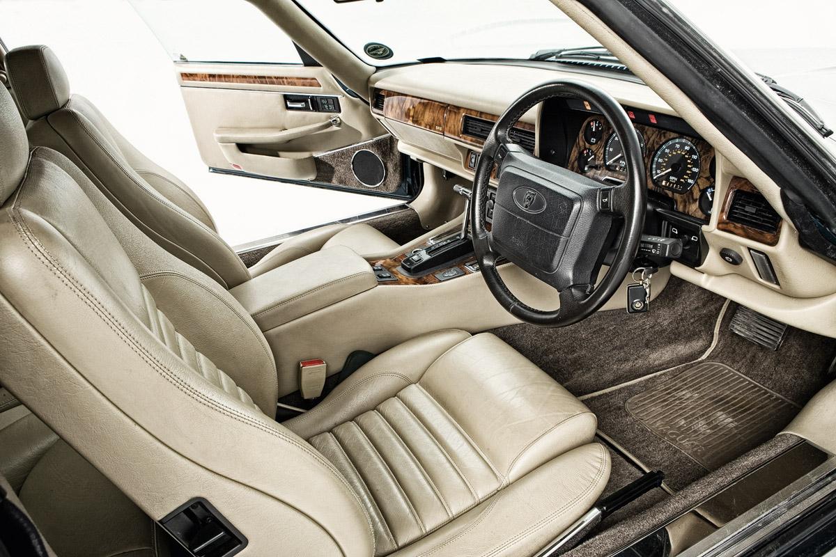Cockpit des Jaguar XJ-S