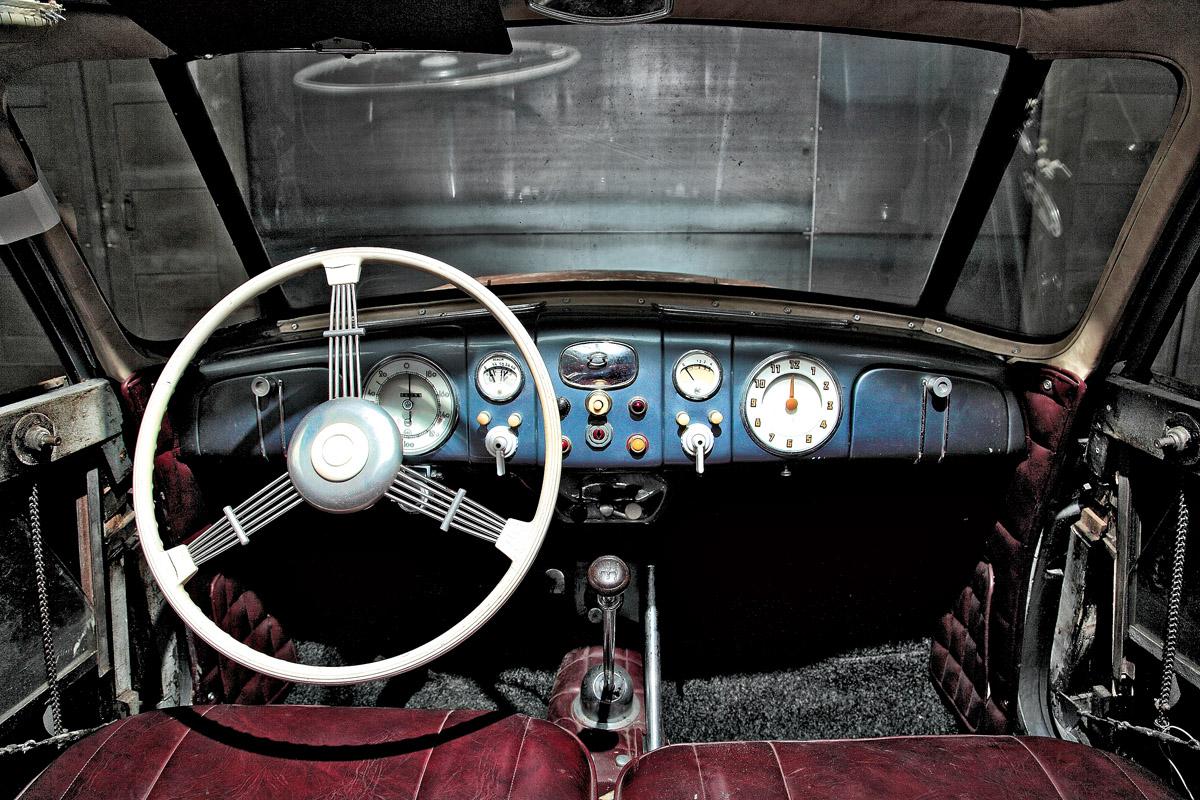 Cockpit des Tatra T87