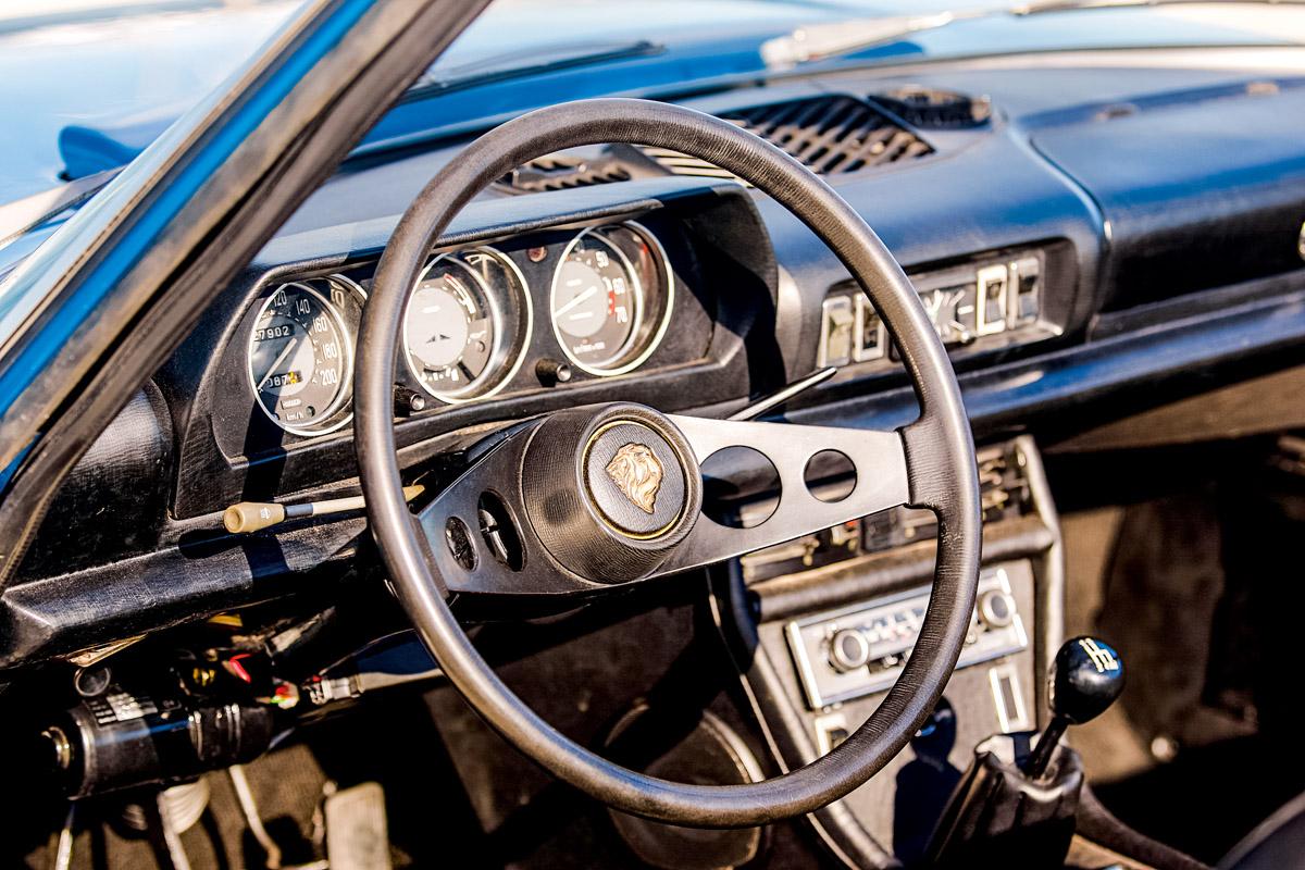 Cockpit des Peugeot 504 Cabrio