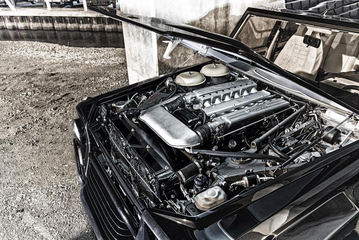Blick in den Motorraum des Lamborghini LM002
